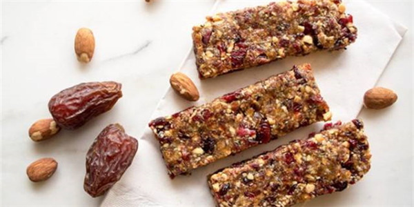 能量棒和小食棒的脂肪和糖含量驚人,糖尿病患者尤其要小心選擇