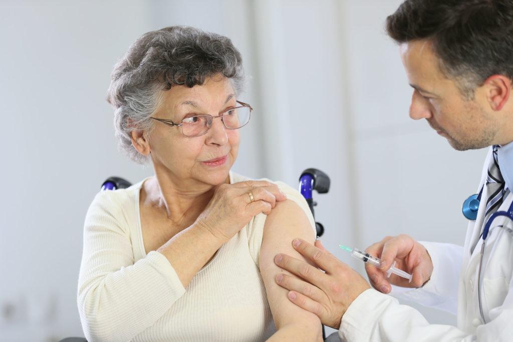 """""""  蛇針 """"可以預防生蛇,但亦有部份人士不適宜接種,建議應先向醫生了解。"""