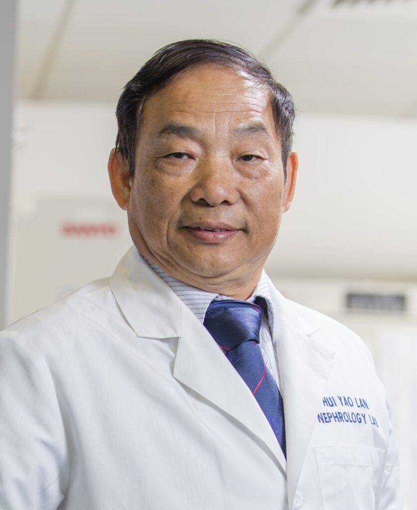 中大李卓敏生物醫學講座教授及醫學院內科及藥物治療學系教授藍輝耀教授
