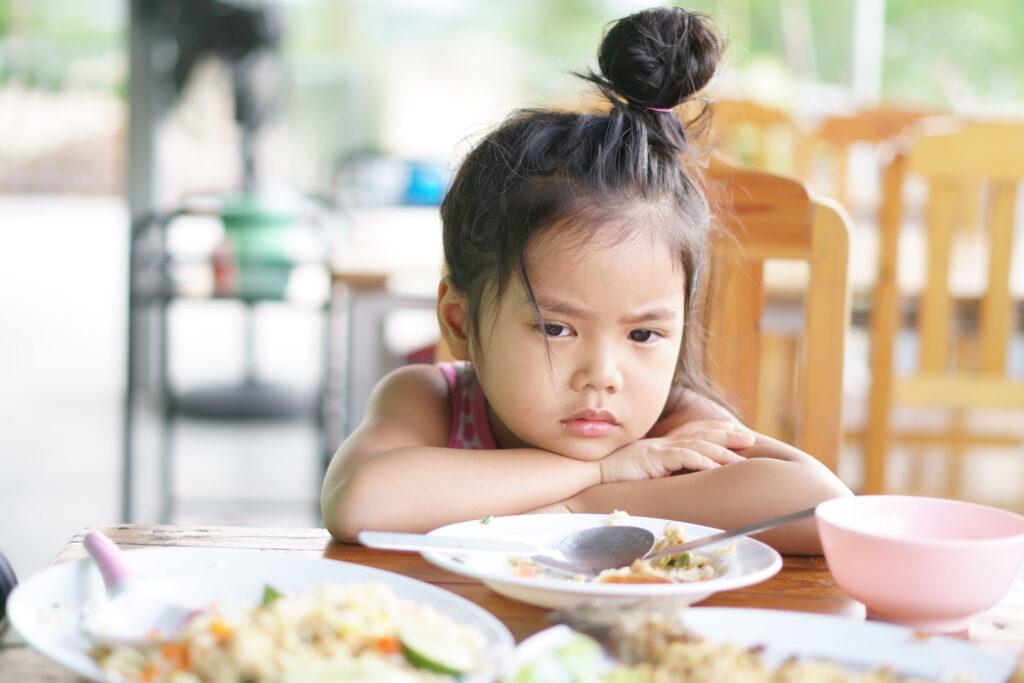 部分兒童偏食是因為食了過多甜食,使血糖升高,抑制了食慾。