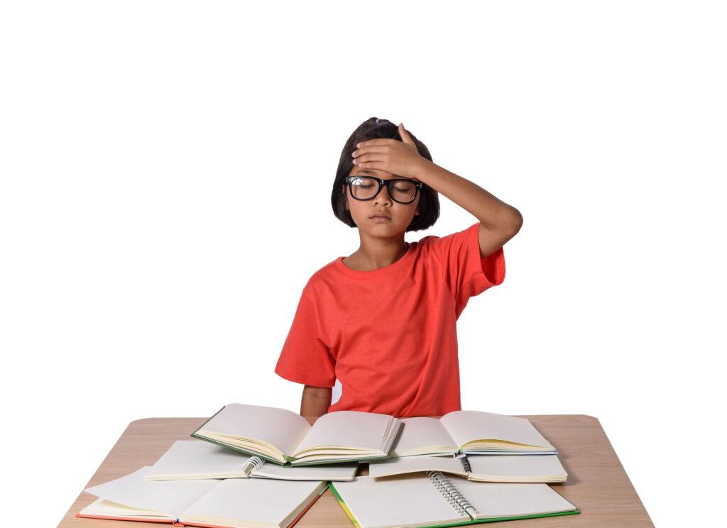 功課壓力、近視、散光及青光眼等視力問題都會導致頭痛。
