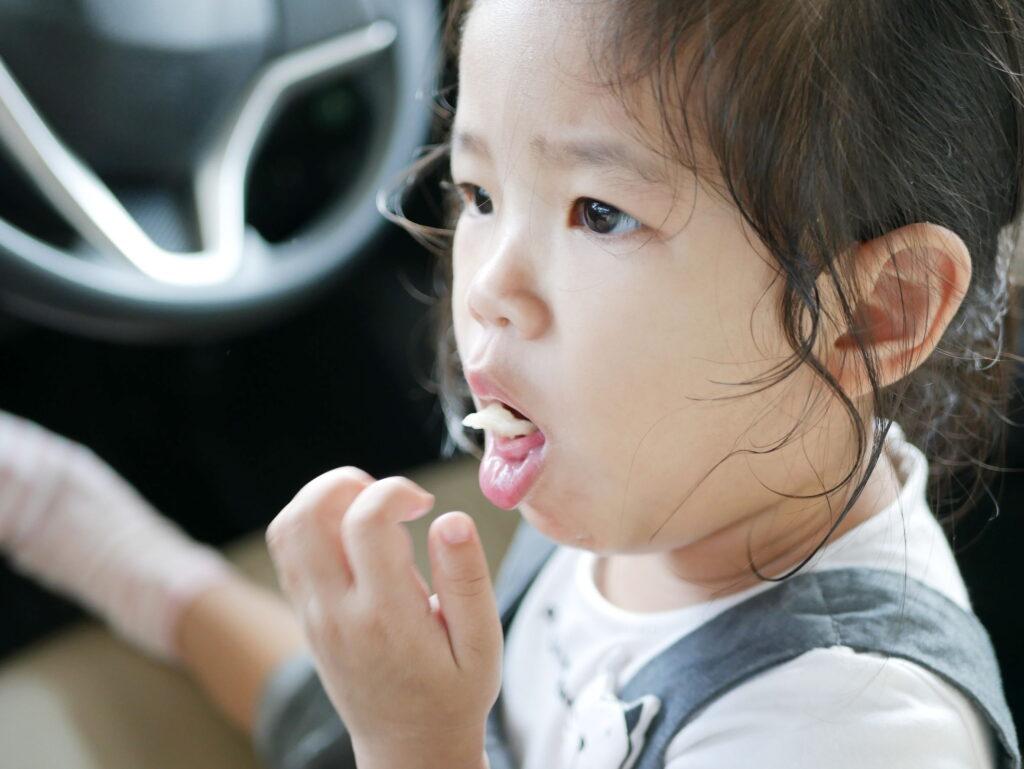 10歲以下的小朋友非常容易鯁親,因她們的氣管直徑只有1至1.5CM。