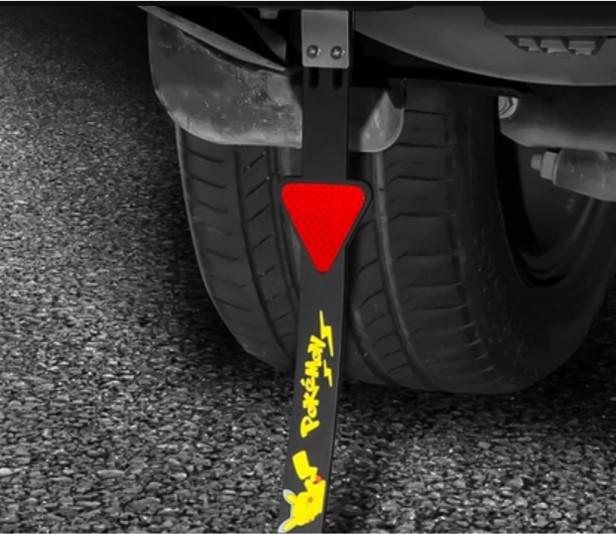 替汽車裝置靜電接地帶就能把車上的靜電釋放走,開車門時就不易被電了。