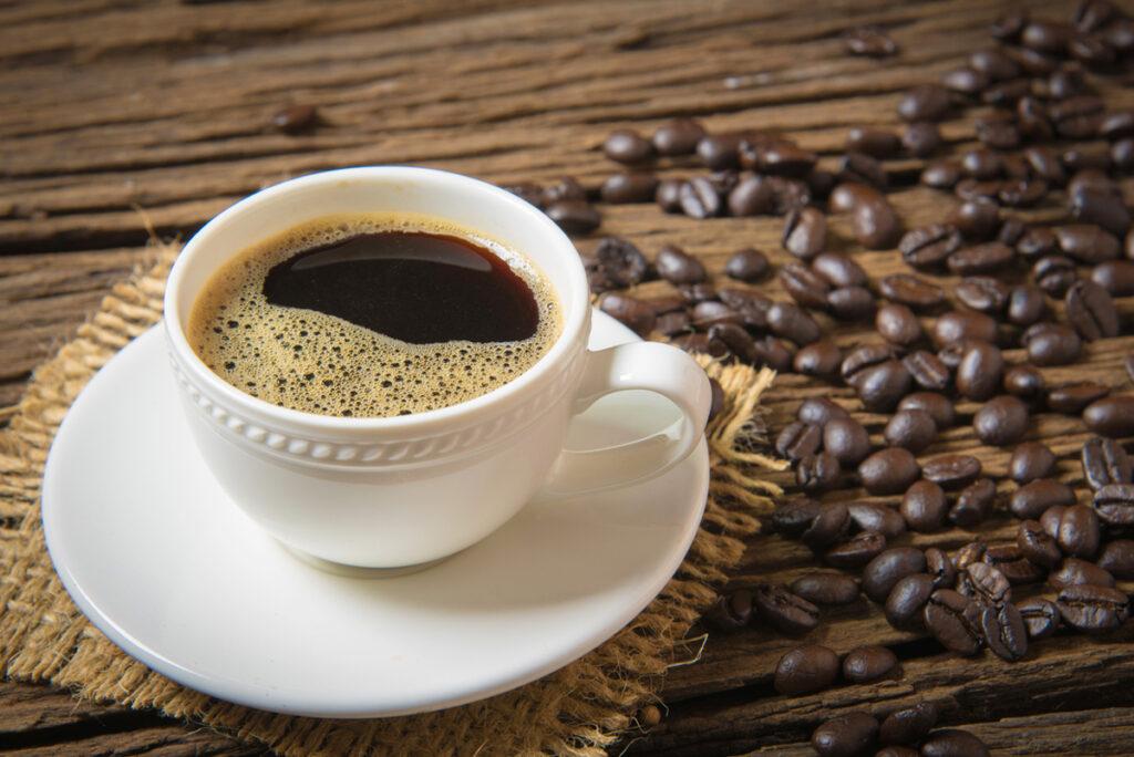 踏入更年期要開始少飲含咖啡因的飲品。