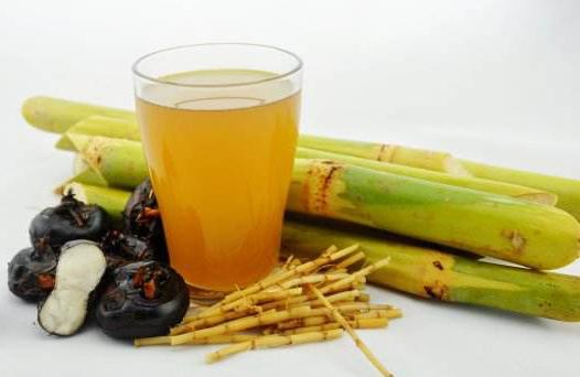 竹蔗茅根水具有清熱下火、生津止渴的功效。