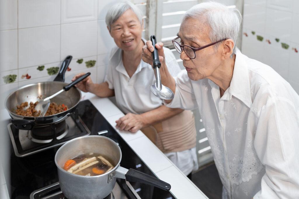 老人家寵愛孩子,總是擔心他們營養不良,貴價藥材、營養品源源不絕輪流奉上給孩子進補,但結果竟是適得其反,補身不成反傷身!