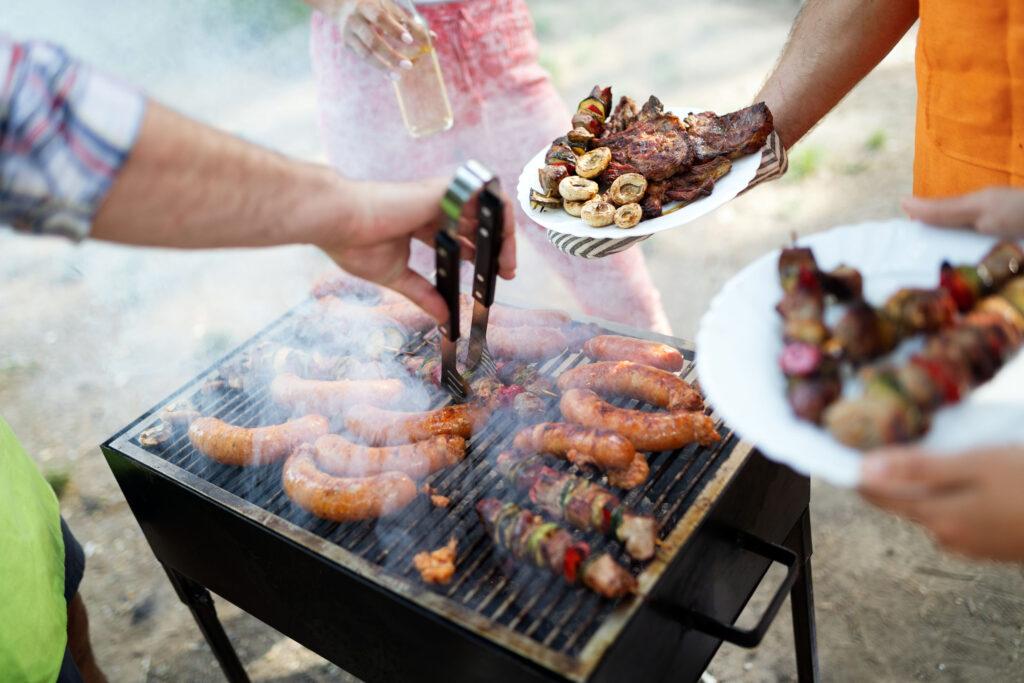 進食太多烤、炸、辣等刺激食物,以致脾胃積滯、消化不良,形成上火,易令人咽乾舌燥、皮膚乾燥,及生痱滋。