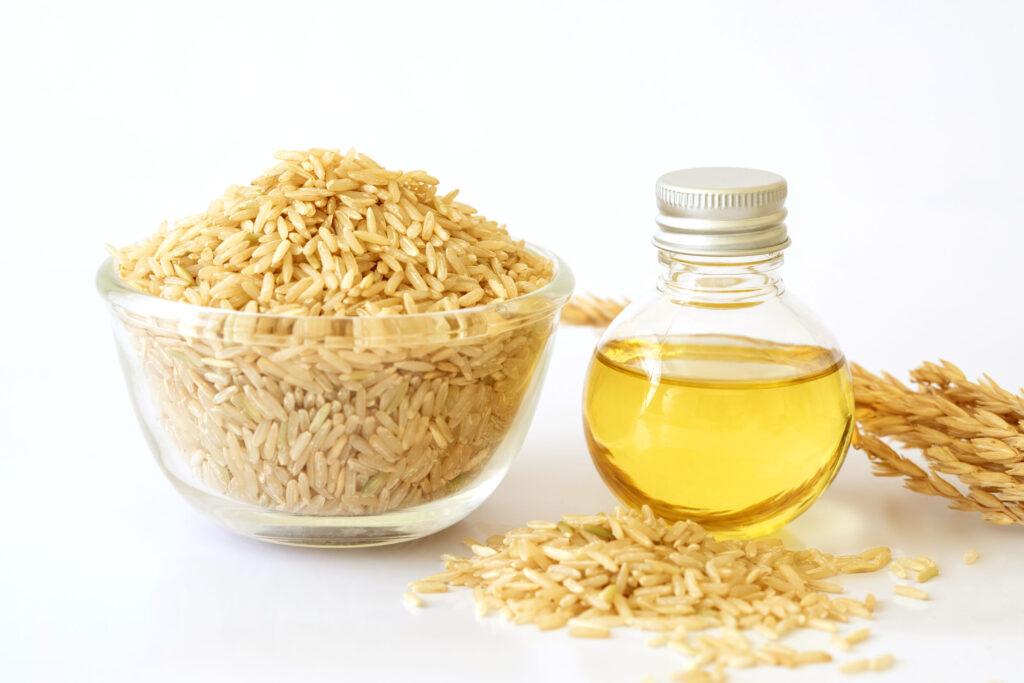 米糠油 - 由糙米的糠皮提煉成的油脂,煙點高(229°C高溫)、不易經自由基而產生毒素,非常適合煎、炒、炸等高溫煮食。