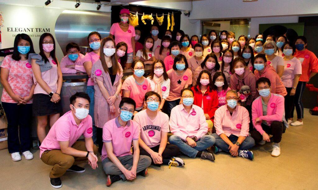 粉紅服飾日,癌症基金會鼓勵全港市民於當日一同穿戴粉紅衣飾,以示支持乳癌患者,並捐款幫助受乳癌影響的人士。
